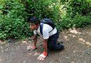 Jaime, el joven en Morazán que tiene que gatear dos kilómetros para ir a la escuela